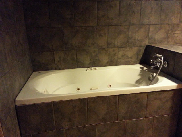 Super nice jetted tub with hand wand for shower!